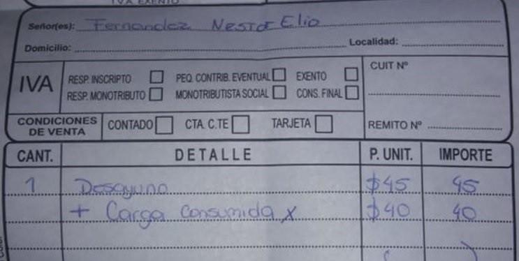 Insólito: Le cobraron $40 por cargar su notebook en un bar
