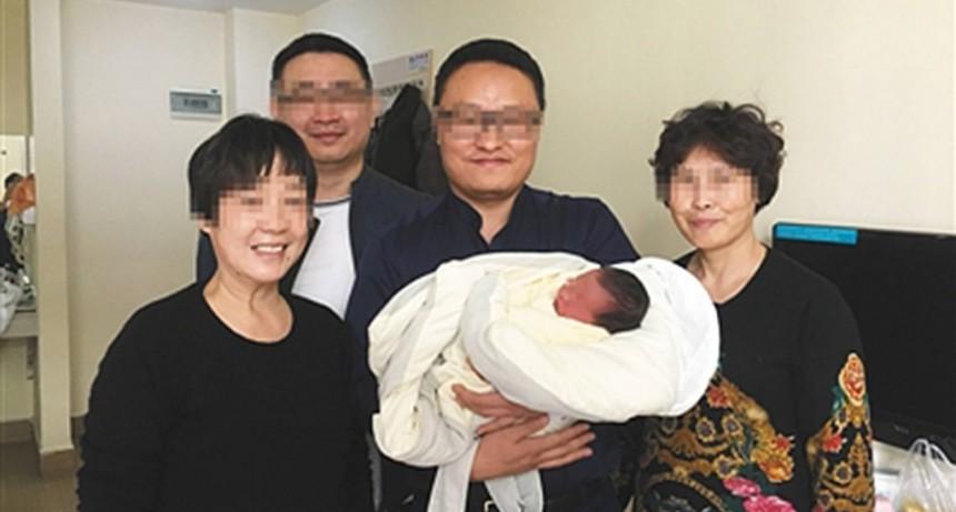 Nació cuatro años después de la muerte de sus padres