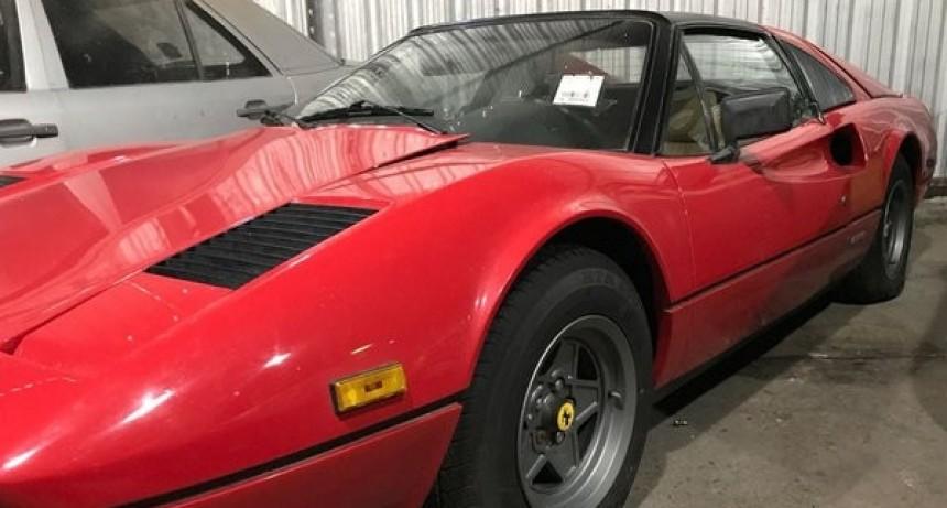 Rematan una Ferrari y ofrecen pagarla en hasta 50 cuotas