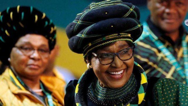 Murió Winnie, la ex esposa Nelson Mandela