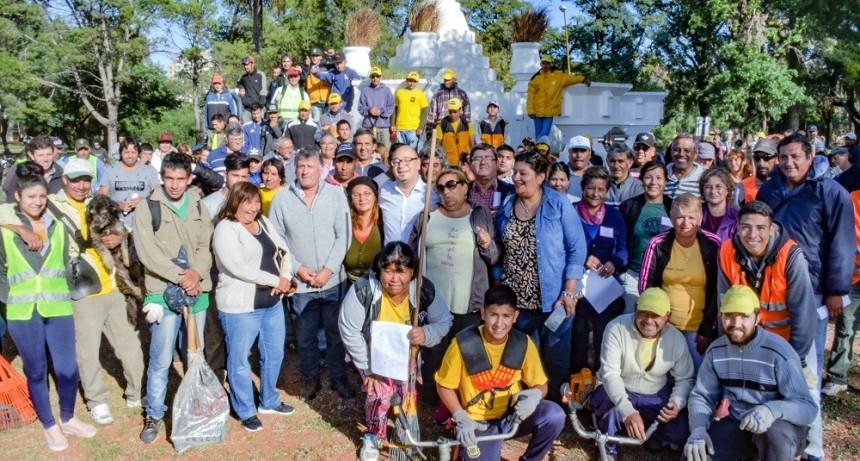Vecinos y voluntarios se sumaron a embellecer el Parque Garay