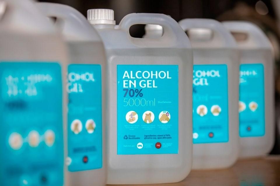 La Facultad de Ingeniería Química comenzó a producir alcohol en gel
