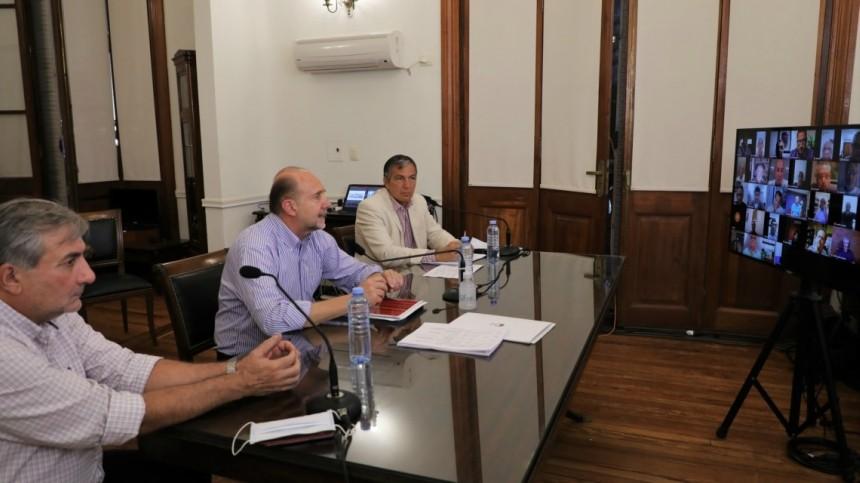 Perotti mantuvo una videoconferencia con gremios de toda la provincia