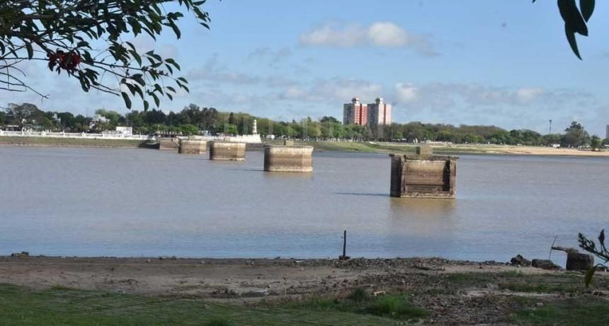 Bajante del río: autoridades atentas al suministro de agua
