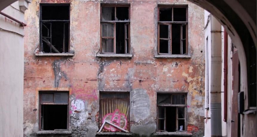 Indonesia: Encierran en casas embrujadas a quienes rompen la cuarentena