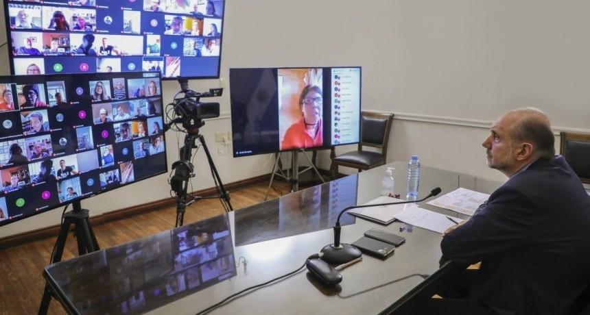 Perotti mantuvo un encuentro de trabajo con el comité de expertos en salud