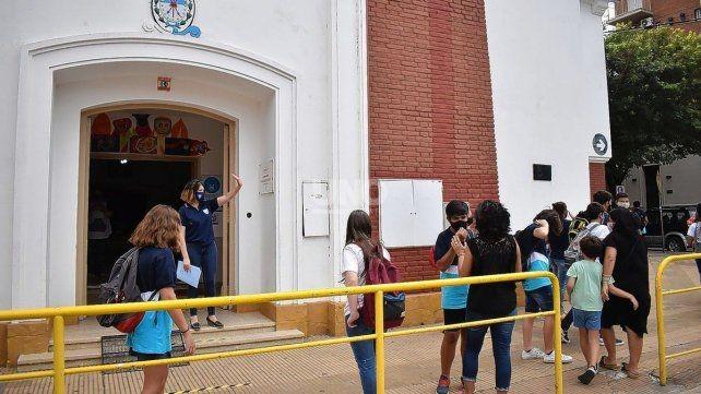 Martorano confirmó las clases presenciales en Santa Fe y anunció el arribo de 60 mil vacunas