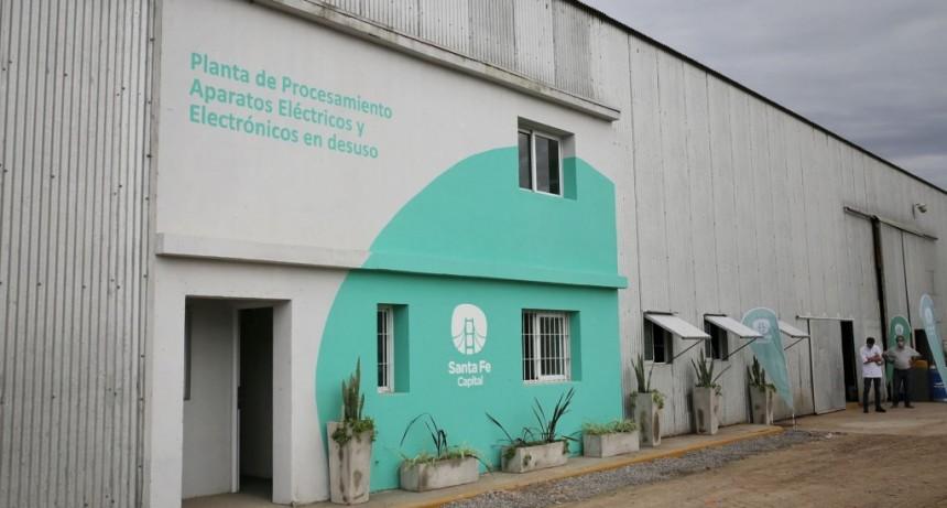 La Municipalidad puso en marcha la planta de aparatos eléctricos y electrónicos en desuso