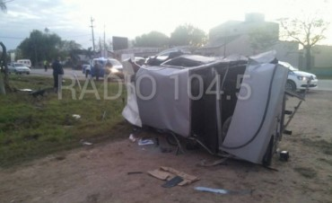 Accidente fatal: Un auto mató a dos jóvenes que esperaban el colectivo