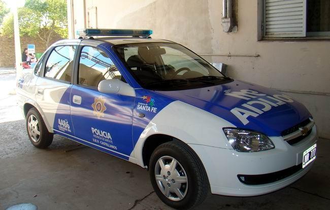 Intentaron robarle el auto a un policía