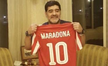 Diego Maradona vuelve a ser entrenador: firmó contrato con su nuevo club