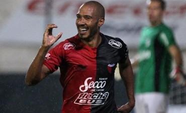 Diego Vera se recuperó y jugaría el clásico