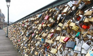 Subastarán los candados del famoso puente del amor de París