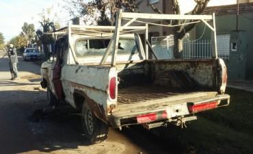 Quemaron una camioneta en barrio Los Hornos