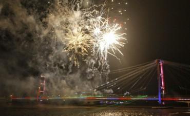 Inauguraron las nuevas luminarias del Puente Colgante
