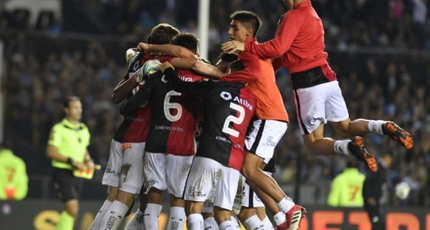 Colón dio el golpe en Avellaneda y clasificó a la Copa Sudamericana 2019