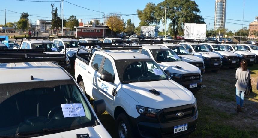 El Gobierno Provincial entregó 55 nuevas camionetas a la Empresa Provincial de la Energía