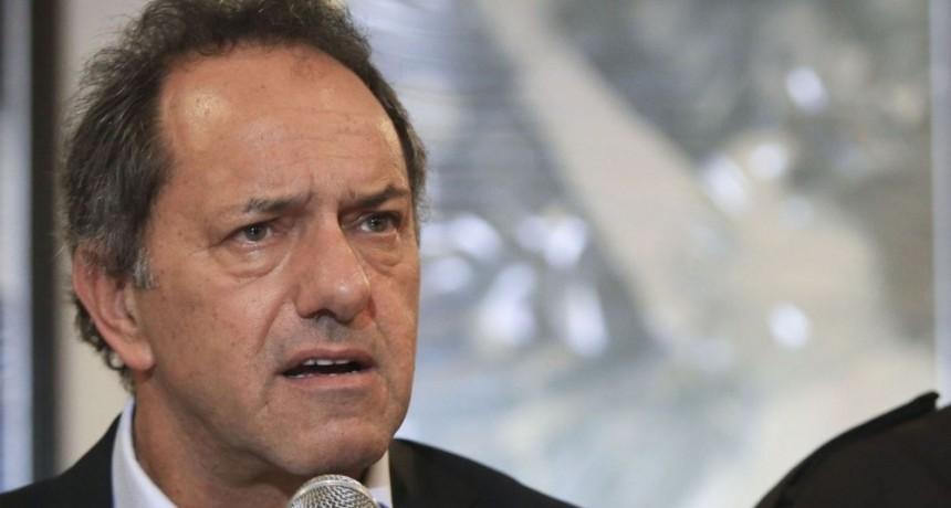 Ordenan el embargo a Daniel Scioli y le prohiben la salida del país
