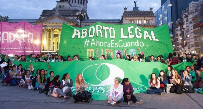 Más de dos mil mujeres asistieron al Pañuelazo en la Plaza del Congreso