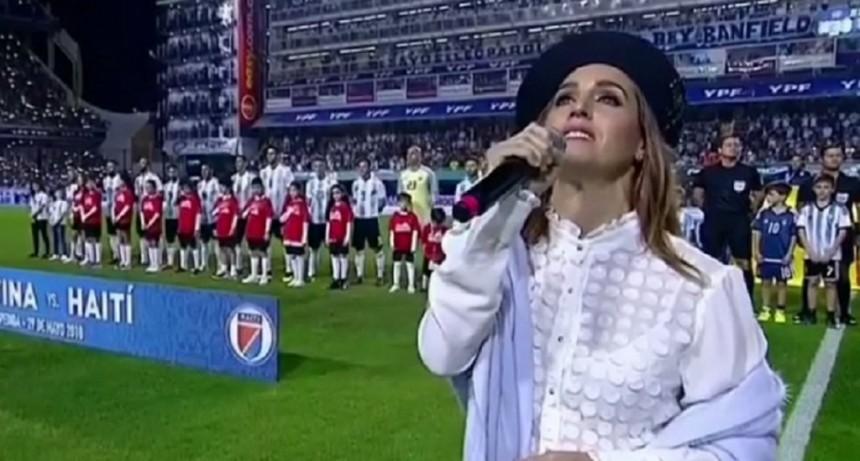 Reviví el himno nacional interpretado por Soledad Pastorutti