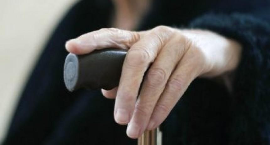 Una jubilada se tiró por el balcón de su casa para evitar un robo