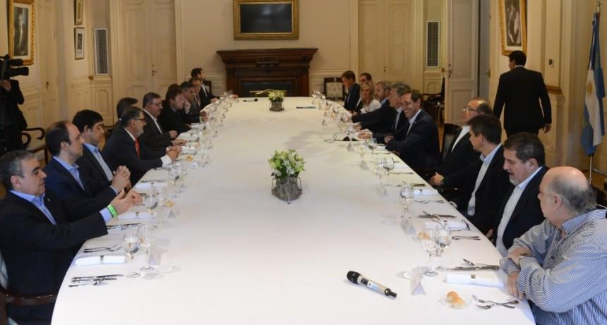 En diálogo con intendentes de capitales, Macri afirmó que se continuará con las obras