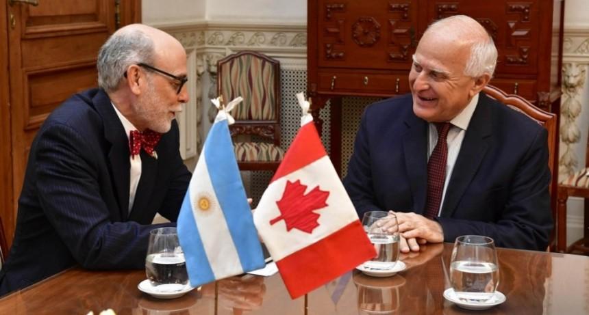Lifschitz se reunió en Rosario con el embajador de Canadá