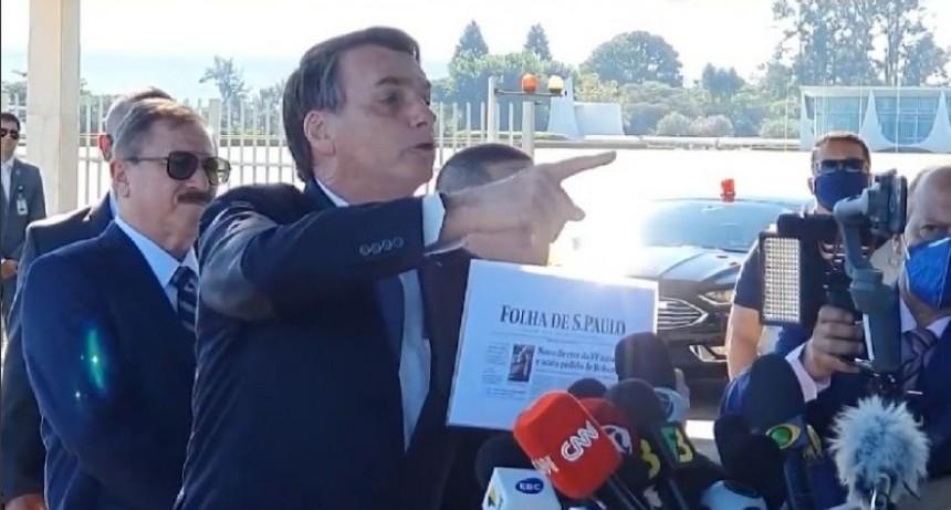 Más autoritario que nunca, Bolsonaro pelea con periodistas y los manda a callar