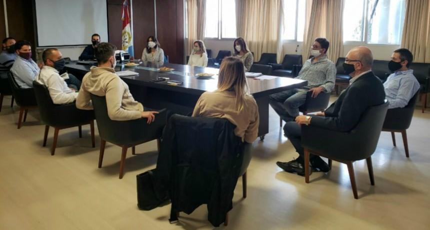 La provincia comenzó a delinear Santa Fe MAS: el programa de inserción laboral y desarrollo productivo para jóvenes de 16 a 30 años