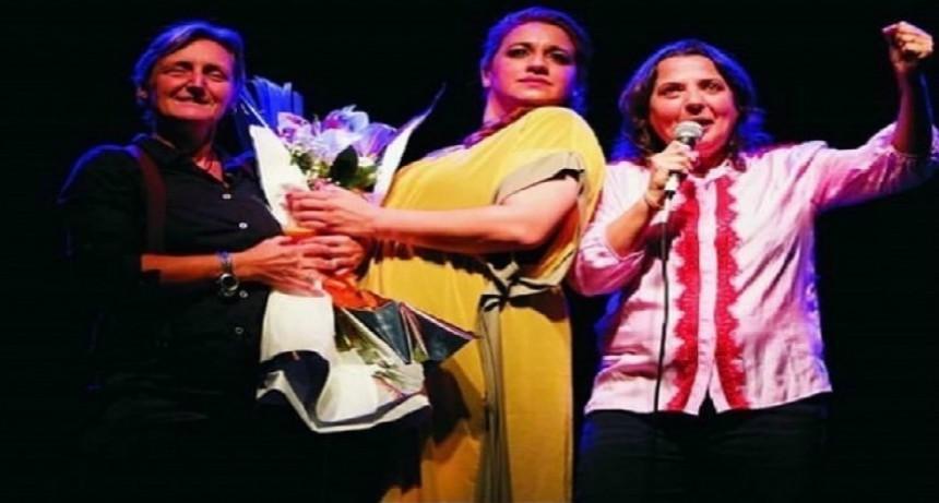 Experiencia pionera en el país: el teatro vuelve a las tablas a través del ciclo #LaSeguimosEnVivo