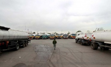 Los camioneros comenzaron un paro de 48 horas en el transporte de combustible