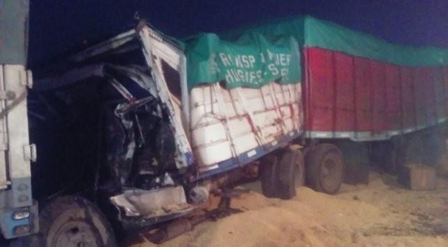 Un muerto en un choque en cadena entre cinco camiones en AO12 a la altura de Roldán