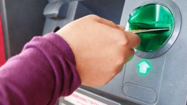 Detuvieron a tres personas por estafas con tarjetas de crédito