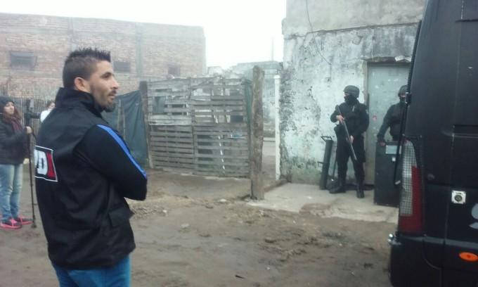 Realizaron 7 allanamientos en barrio San Lorenzo: 4 detenidos y un arma secuestrada