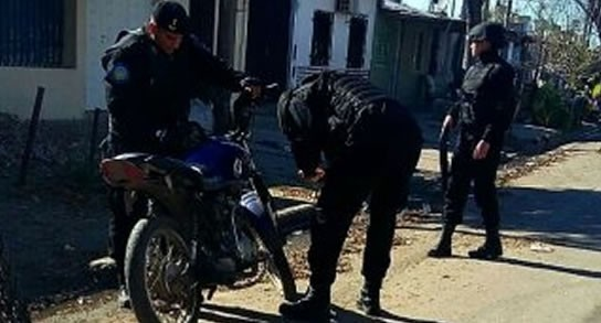 Le arrebataron la moto a una mujer en Sargento Cabral