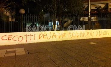 El club Unión será querellante en la causa por las pintadas contra dirigentes