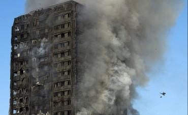 Ya son 17 los muertos por el incendio del edificio de Londres