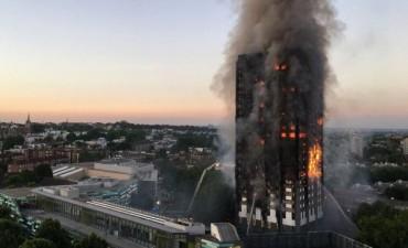 Confirman 30 víctimas fatales del incendio en el edificio de Londres