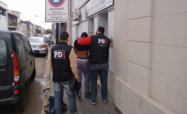 PDI detuvo a dos jóvenes implicados en el robo y ataque a un taxista