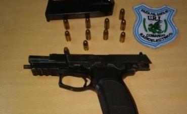 Detuvieron a un delincuente y le secuestraron el arma robada a un policía