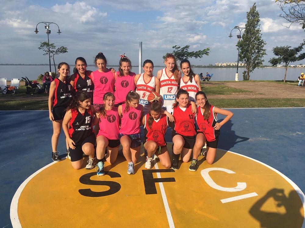 El torneo 3x3 de básquet copa cada domingo los espacios públicos de la Ciudad