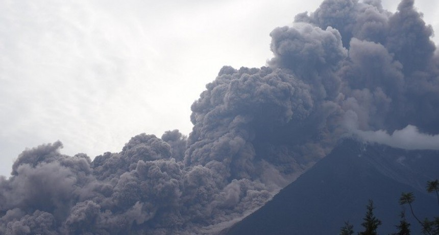 Al menos 25 personas murieron por la erupción de un volcán en Guatemala