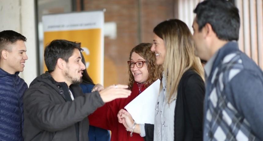 Más de 400 jóvenes de las Escuelas de Trabajo recibieron sus certificados de capacitación