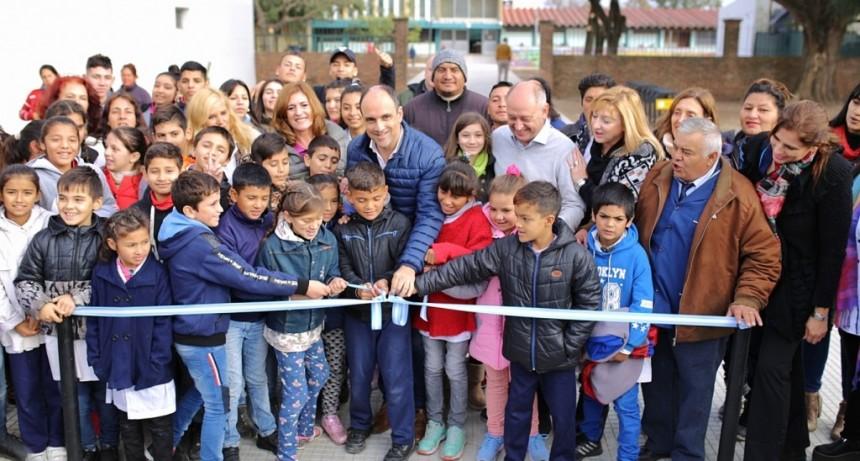 Corral inauguró obras de mejora de accesos a establecimientos educativos en barrio Yapeyú