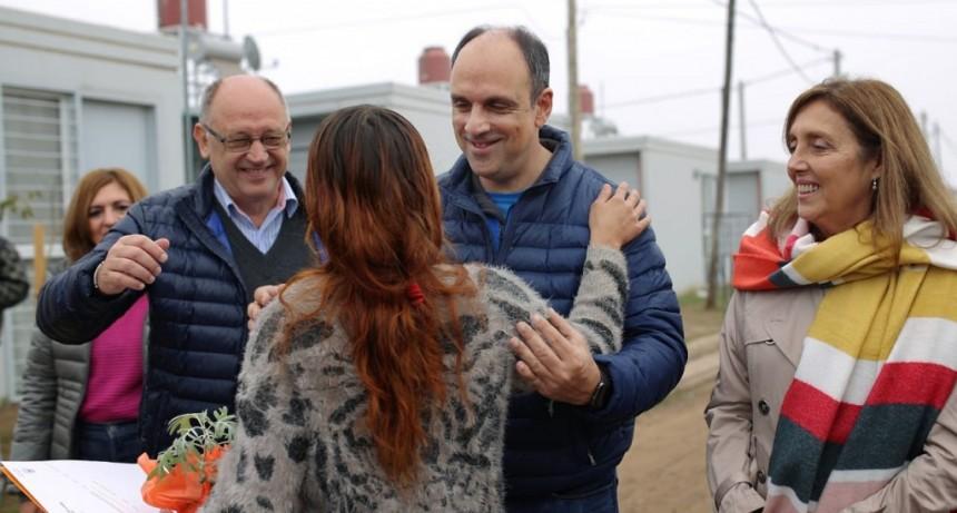 Corral participó de la entrega de escrituras a familias relocalizadas en Barrio Jesuitas