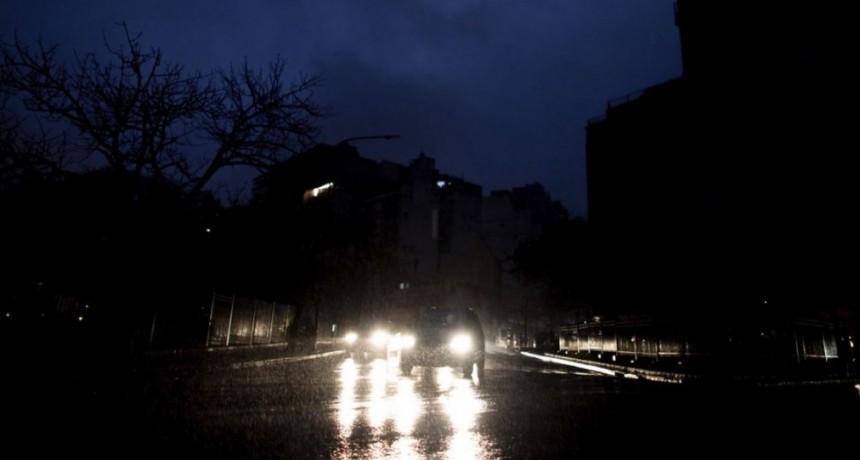 Apagón histórico: qué se sabe hasta ahora sobre el corte de luz que sacudió al domingo