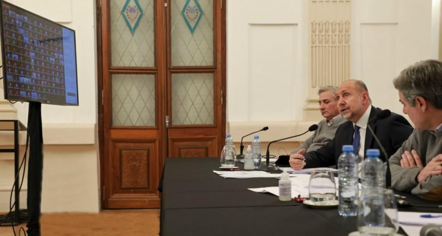 """Perotti: """"El compromiso de cada intendente y presidente comunal nos permite transitar esta etapa con el mayor nivel de resguardo posible"""