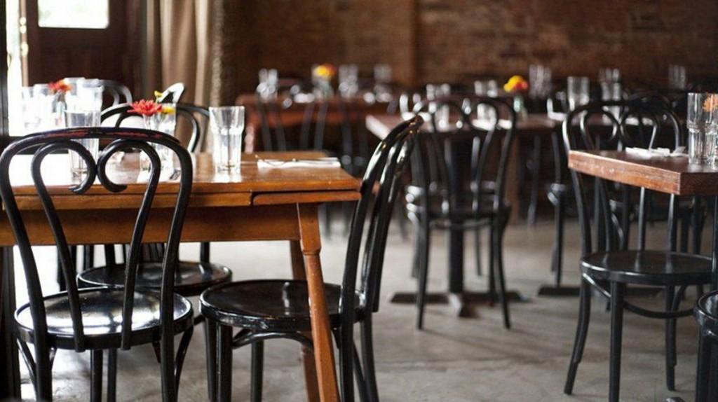 Bares y restaurantes podrán atender hasta la medianoche