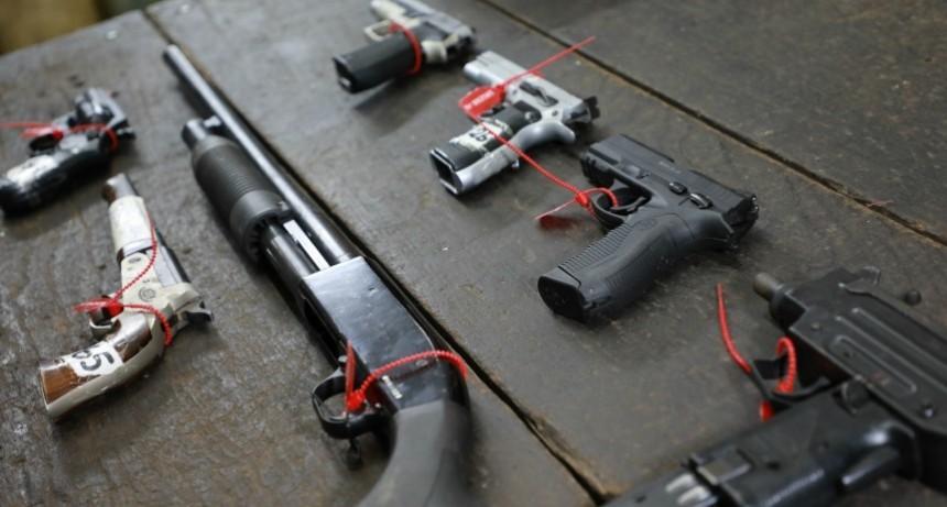 La provincia retiró todas las armas que quedaban a resguardo de la Policía a fin de reducir la violencia en la sociedad santafesina