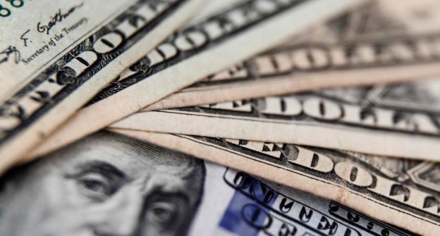 Subió el dólar oficial y el blue se mantuvo estable